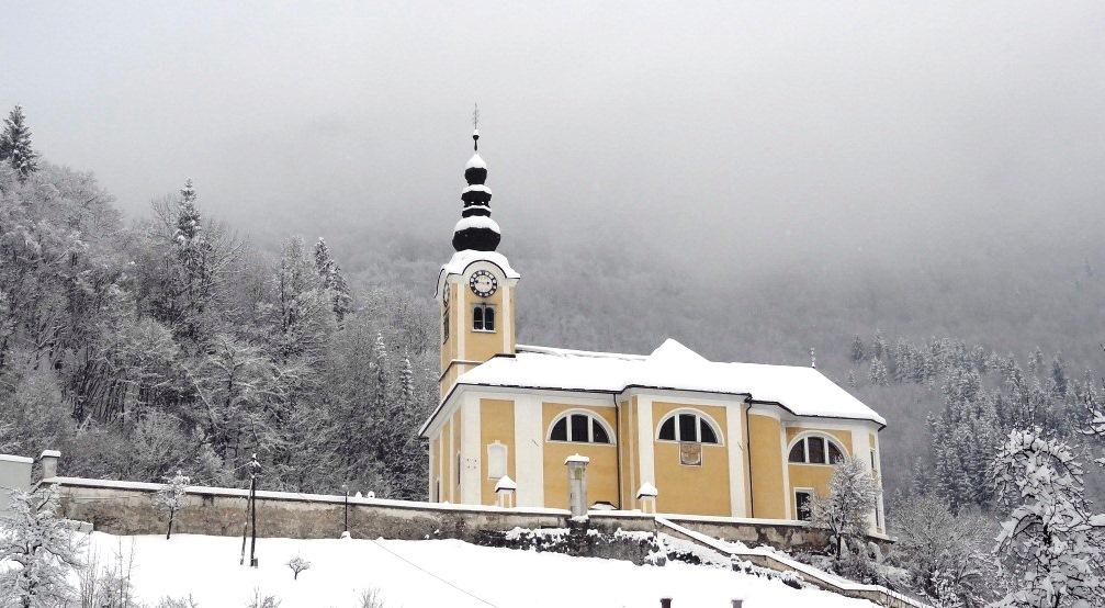 church_under the snow